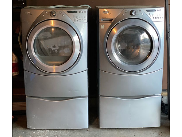 Whirlpool Washer and Dryer Set Front Load For Sale In Good Condition Combo