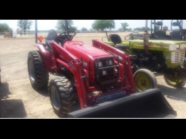 Tractors Massey Ferguson 1233 4WD w Front Loader And Box Scraper